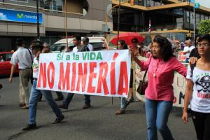 Protest against Las Crucitas mine. Banner reads - Yes to life. No to mining
