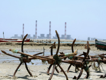 Fishing under the shadow of coal plants in Mundra, India (Joe Athialy)