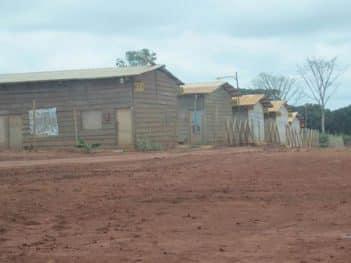 Campo de trabajadores para los que están construyendo la presa. Credito: Samuel Nnah Ndobe